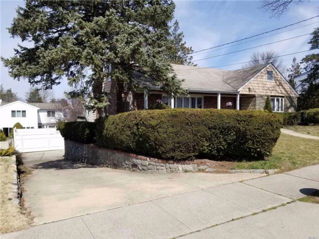 3 BR,  2.00 BTH Ranch style home in Albertson