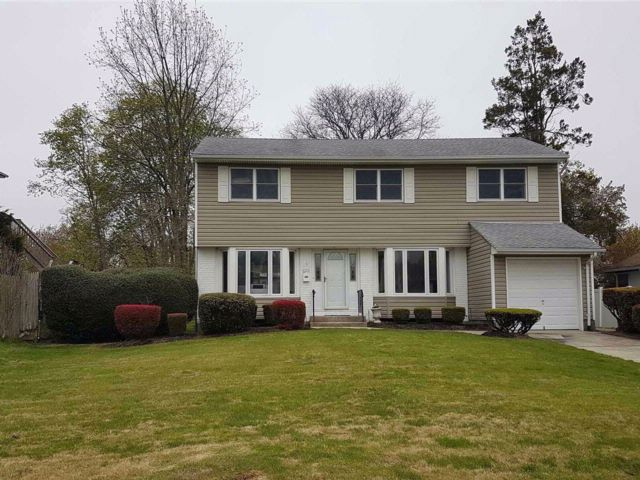 4 BR,  2.50 BTH  Colonial style home in Commack