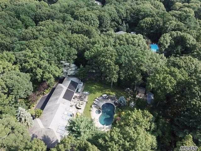 5 BR,  3.50 BTH Ranch style home in Syosset