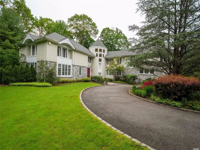 5 BR,  4.50 BTH Colonial style home in Brookville