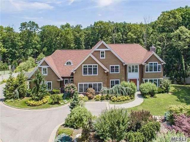 5 BR,  5.50 BTH Colonial style home in Cold Spring Harbor