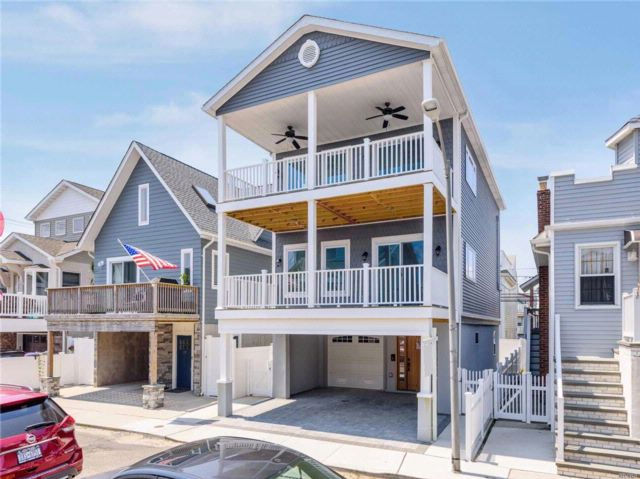 3 BR,  2.50 BTH Contemporary style home in Long Beach