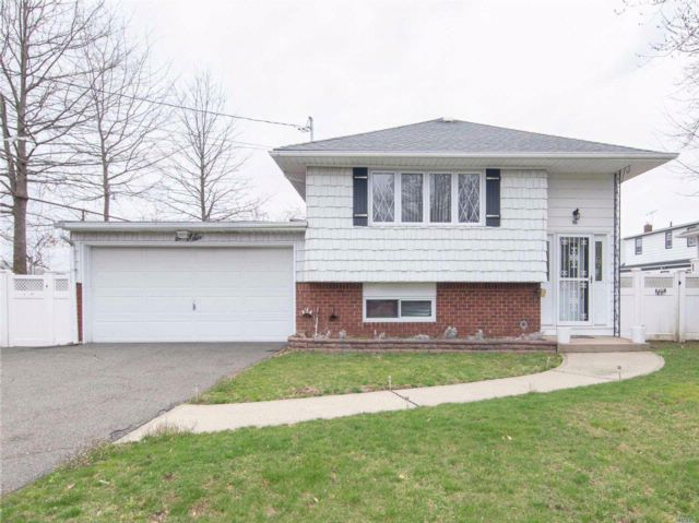 4 BR,  2.00 BTH Hi ranch style home in New Hyde Park