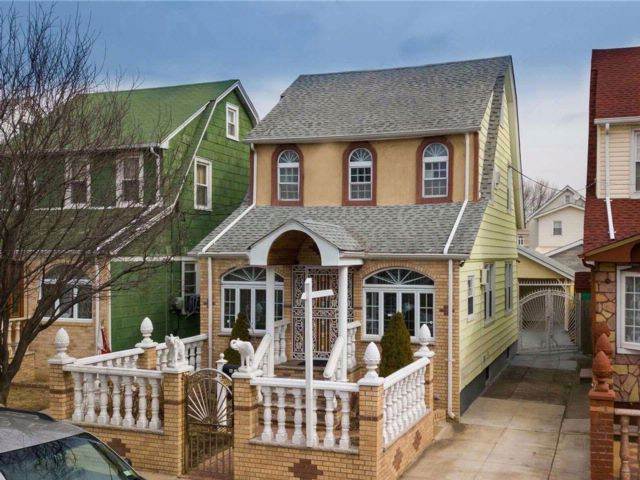 4 BR,  1.55 BTH Colonial style home in Queens Village