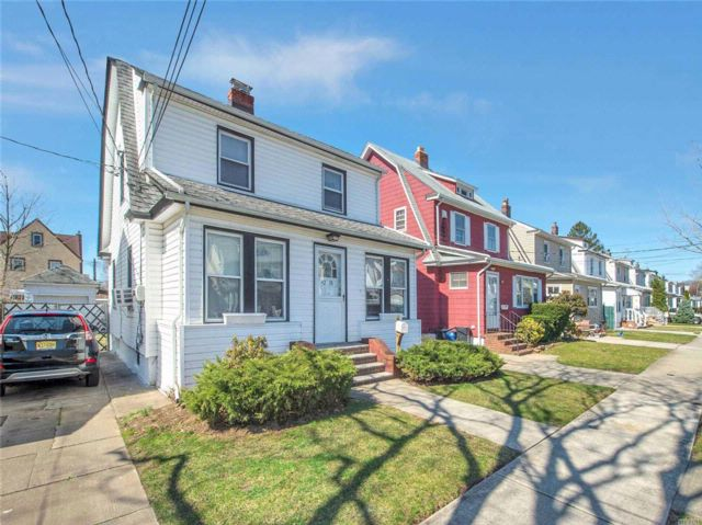 3 BR,  2.00 BTH  Colonial style home in Queens Village