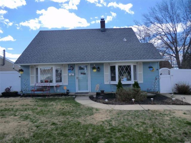 4 BR,  1.00 BTH Exp cape style home in Levittown