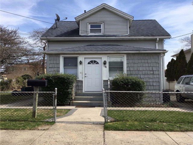 4 BR,  2.50 BTH Cape style home in Uniondale