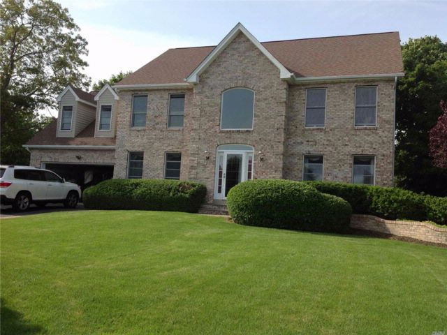 5 BR,  3.00 BTH Colonial style home in East Patchogue