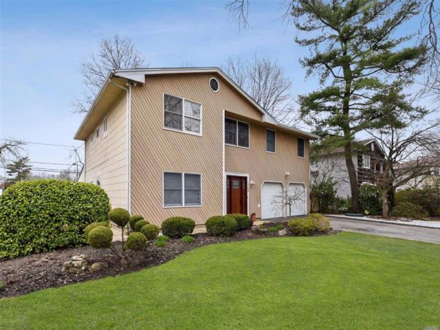 4 BR,  2.50 BTH  Splanch style home in East Meadow