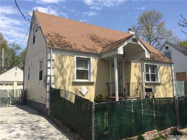 4 BR,  3.00 BTH Cape style home in Uniondale