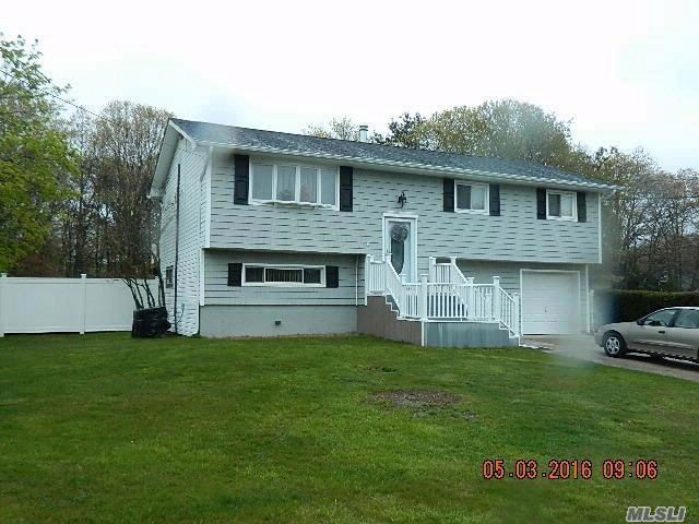 3 BR,  2.00 BTH  Hi ranch style home in Islip Terrace