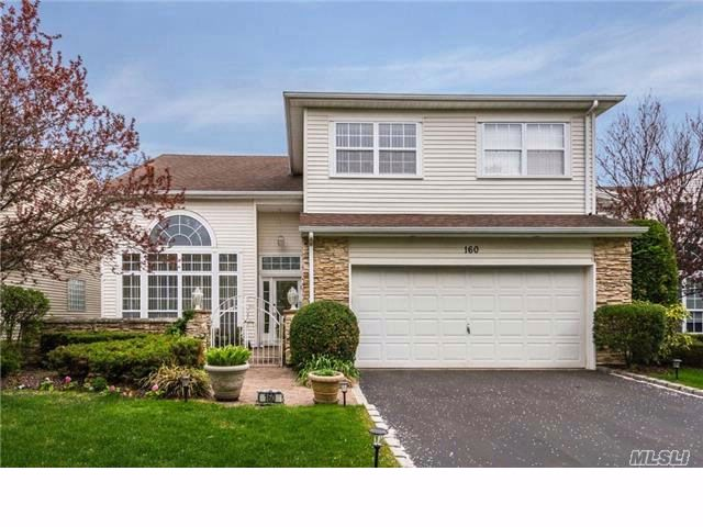 3 BR,  2.50 BTH  Homeowner assoc style home in Hauppauge