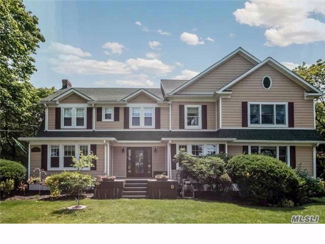 5 BR,  3.00 BTH  Colonial style home in Farmingdale