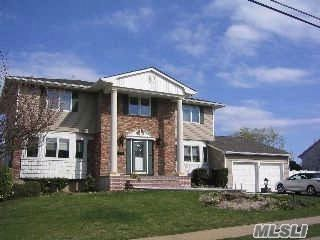 4 BR,  3.50 BTH  Colonial style home in Massapequa Park