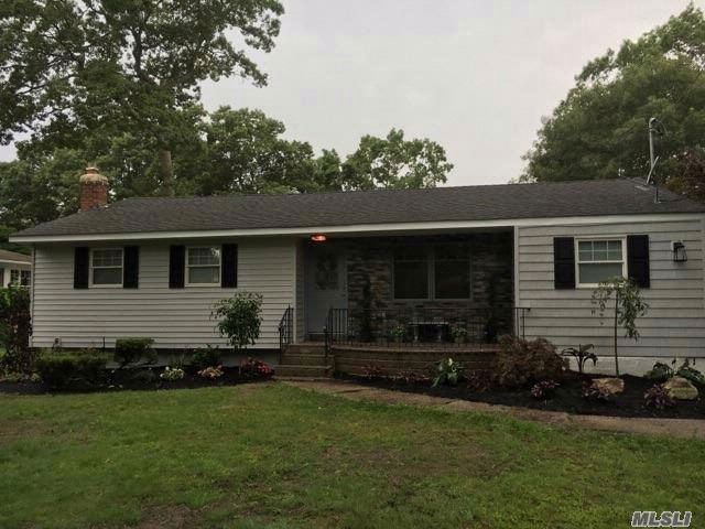 4 BR,  2.00 BTH  Ranch style home in Ronkonkoma