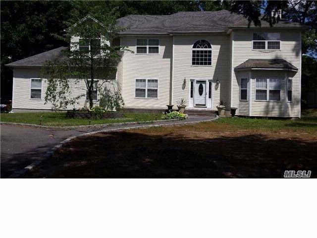 5 BR,  3.50 BTH  Post modern style home in Ronkonkoma