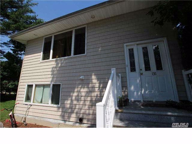 5 BR,  3.00 BTH  Hi ranch style home in Franklin Square