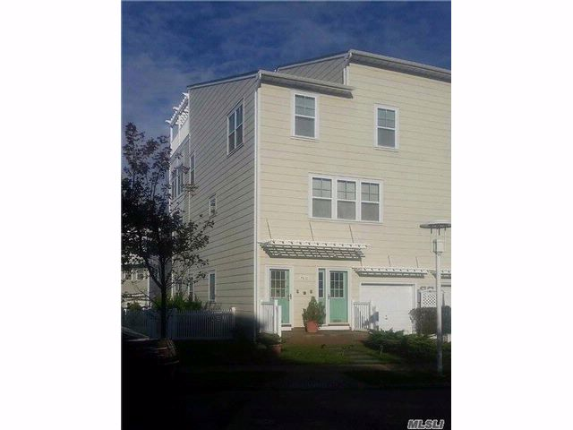 5 BR,  3.50 BTH  Townhouse style home in Arverne