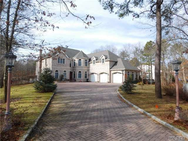 5 BR,  5.50 BTH  Post modern style home in Manorville