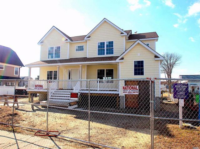 4 BR,  3.00 BTH Colonial style home in Lindenhurst