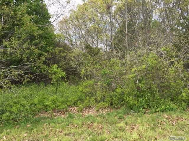Lot <b>Size:</b> 128X398 &nbsp;Land style home in Center Moriches