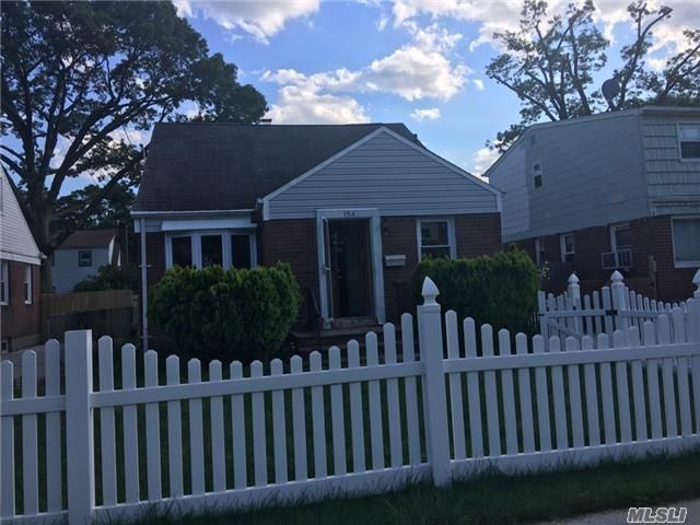 4 BR,  1.00 BTH  Ranch style home in Hempstead