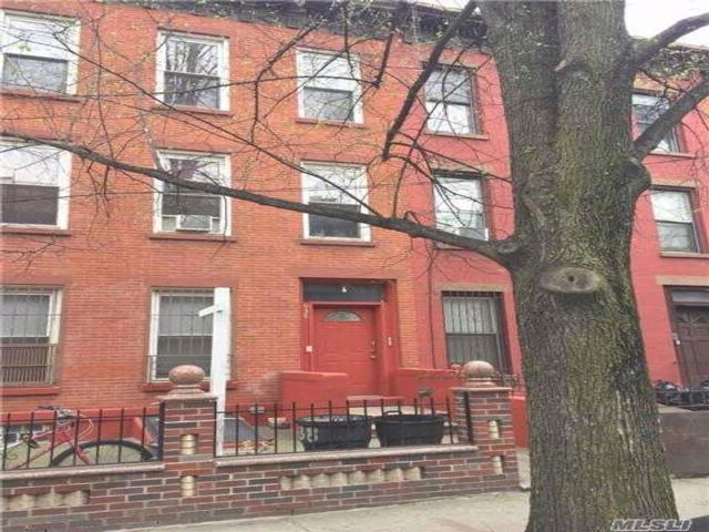 8 BR,  3.00 BTH Colonial style home in Clinton Hill