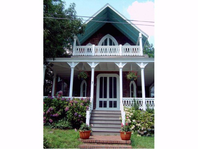 4 BR,  2.00 BTH  Victorian style home in SHELTER ISLAND