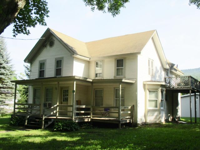 7 BR,  3.00 BTH  Victorian style home in Hunter