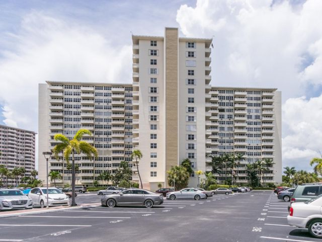 2 BR,  2.00 BTH  Condo style home in Fort Lauderdale