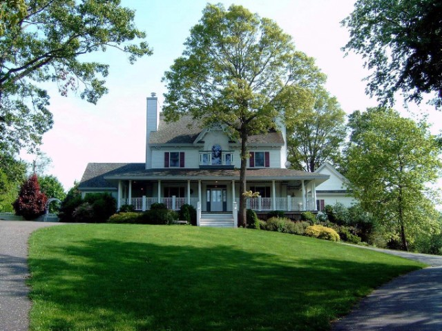 6 BR,  4.50 BTH Victorian style home in SHELTER ISLAND
