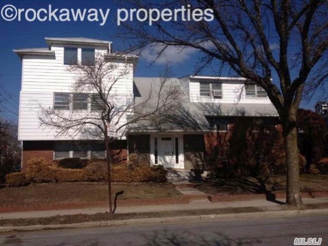 4 BR,  3.00 BTH  style home in NEPONSIT