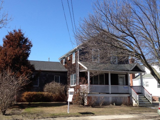 4 BR,  2.00 BTH 2 story style home in BELLE HARBOR