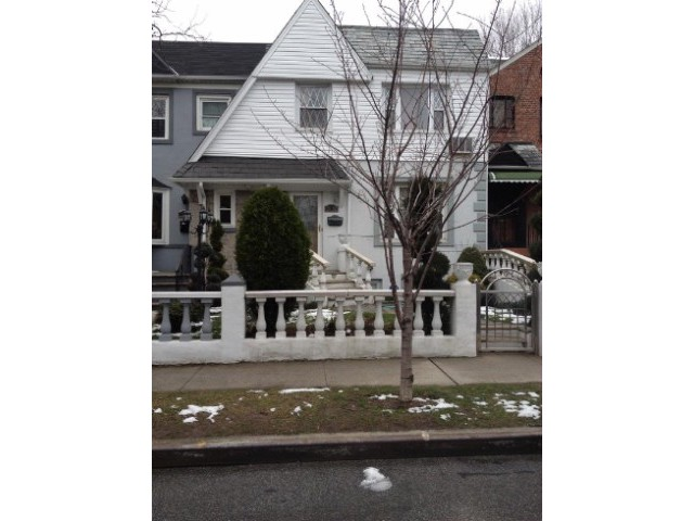 3 BR,  2.00 BTH Townhouse style home in JACKSON HEIGHTS
