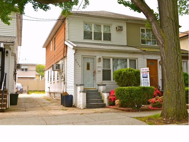 3 BR,  1.50 BTH  Duplex style home in MADISON