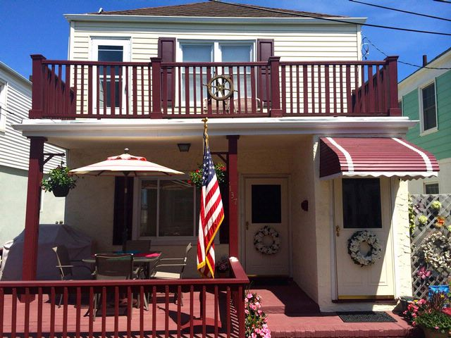 4 BR,  3.00 BTH 2 story style home in BELLE HARBOR