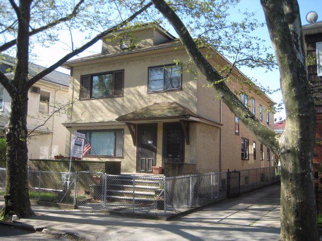 7 BR,  2.50 BTH 2 story style home in BENSONHURST