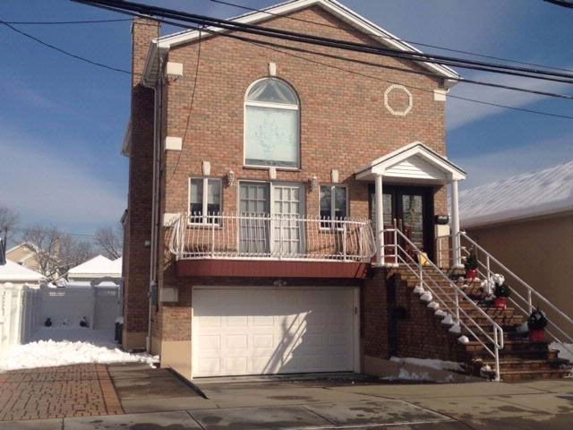 3 BR,  3.00 BTH 2 story style home in NEPONSIT