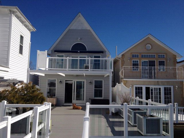 2 BR,  3.00 BTH   style home in BROAD CHANNEL