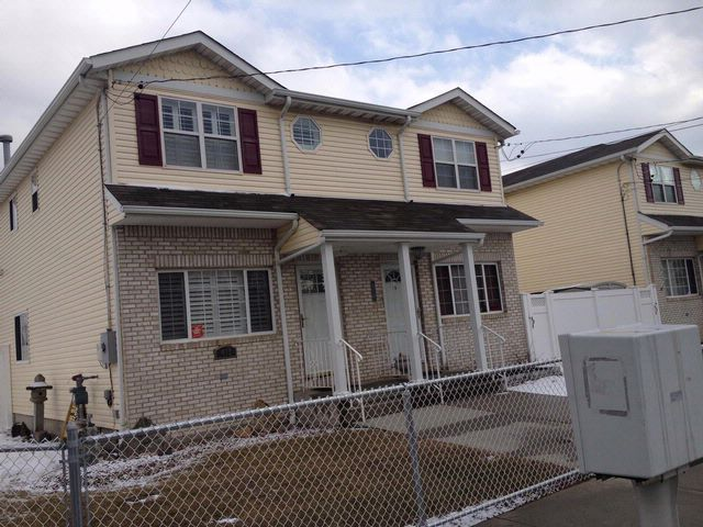3 BR,  2.50 BTH 2 story style home in ARVERNE
