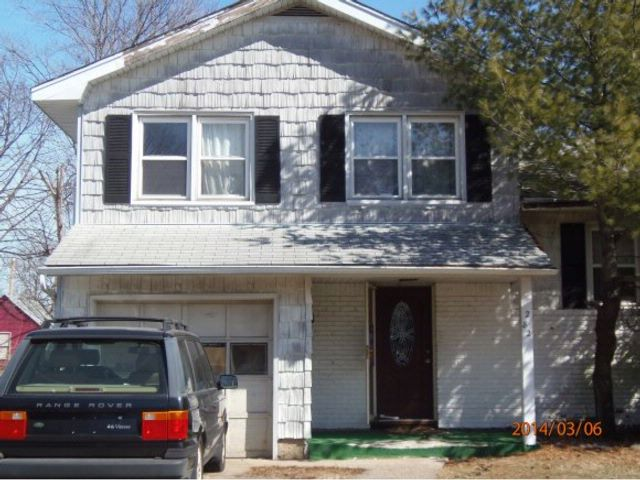 3 BR,  1.50 BTH  Split style home in Uniondale