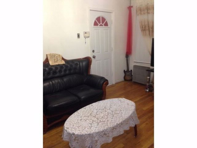 6 BR,  2.00 BTH Colonial style home in Brooklyn