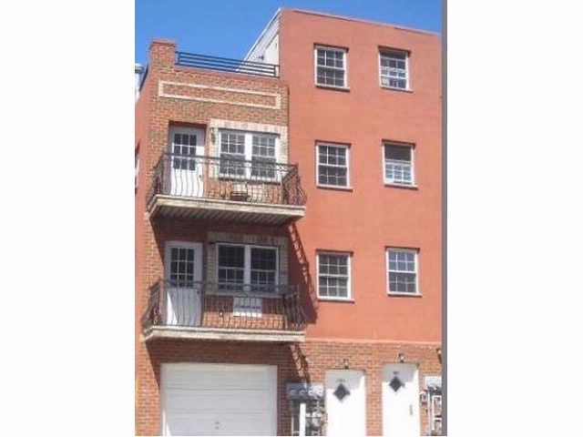 8 BR,  6.00 BTH  style home in Bronx