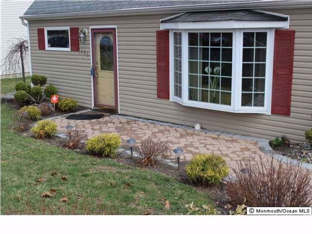 3 BR,  1.50 BTH Cape style home in Laurence Harbor