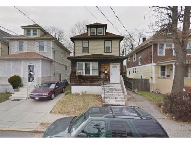 3 BR,  1.00 BTH  Duplex style home in Elmpark