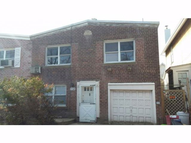 3 BR,  2.00 BTH  High ranch style home in Brooklyn