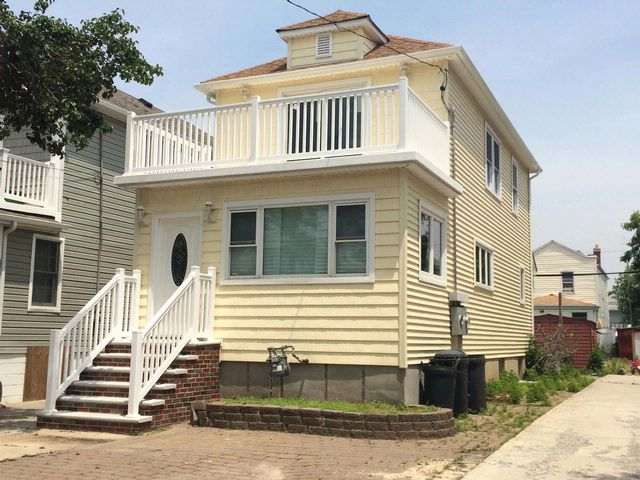 3 BR,  2.00 BTH   style home in BELLE HARBOR