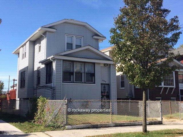 3 BR,  1.50 BTH   style home in ARVERNE