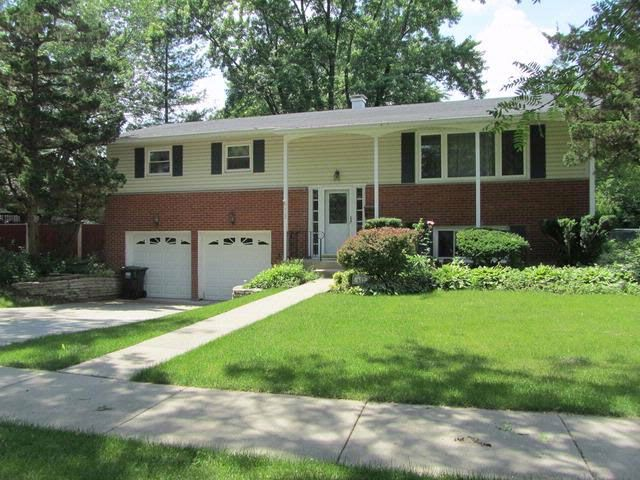 4 BR,  1.50 BTH  Raised ranch style home in Palatine
