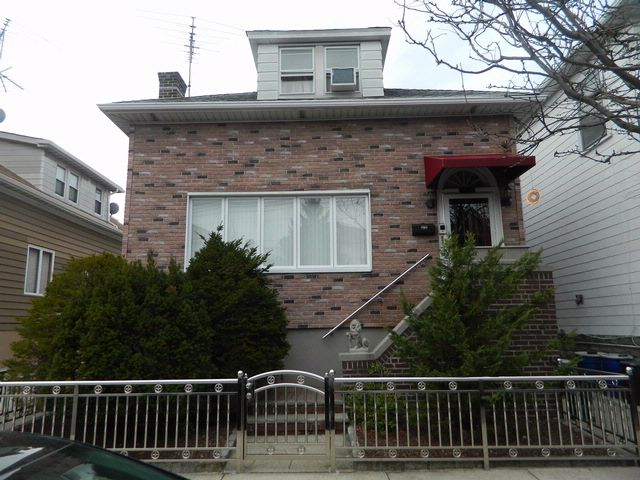 3 BR,  2.50 BTH  Colonial style home in Bronx